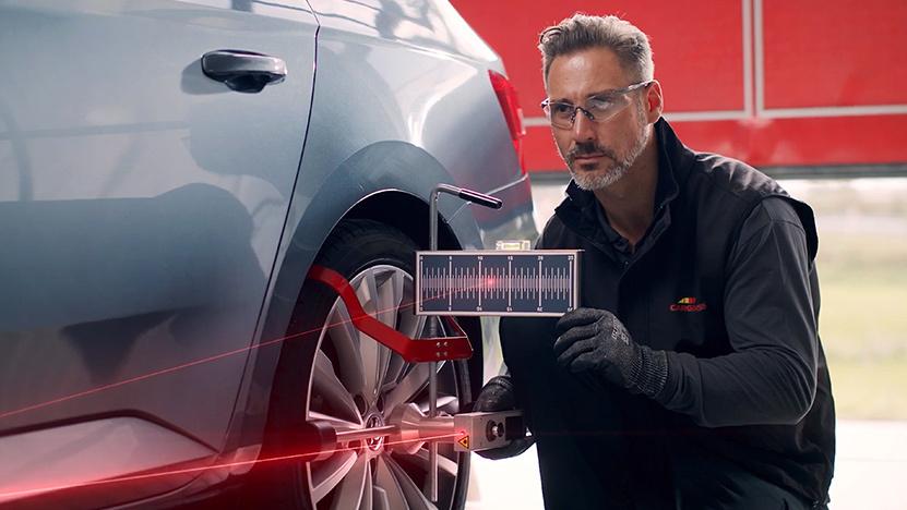 Belron employee using sensor